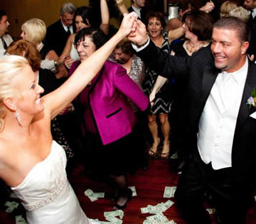 Top 10 Reasons why a Wedding DJ can never truly be replaced by an ipod